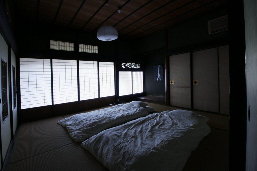 アートな寝室に泊まる
